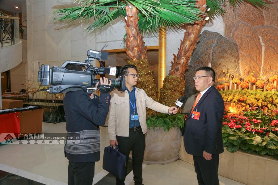 两会瞬间丨开幕会后,广西代表畅谈政府工作报告