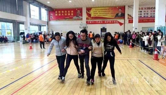 """柳州:趣味运动欢度""""三八""""妇女节"""