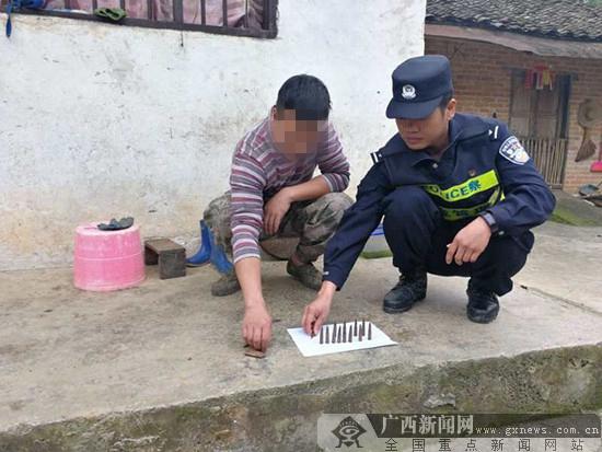 龙州民警深入开展走访排查 村民上交18发子弹(图)