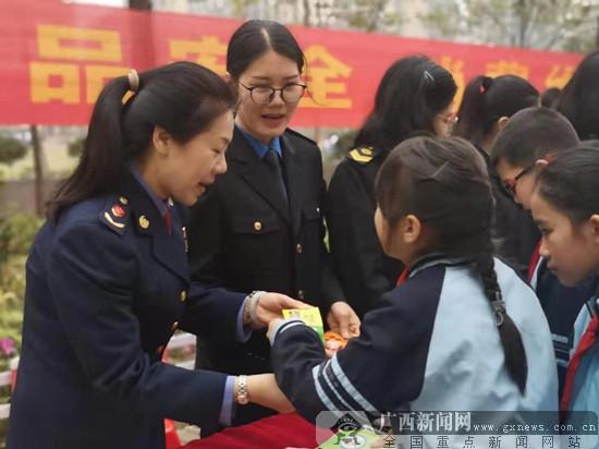 南宁经开区开展消费维权进校园活动