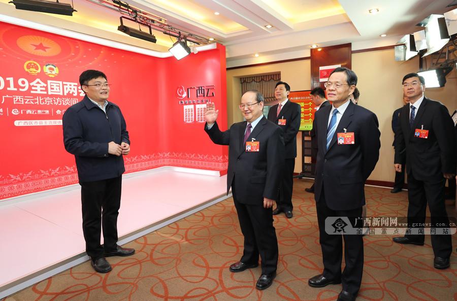 鹿心社陈武看望慰问全国两会新闻工作者和广西代表团驻地工作人员