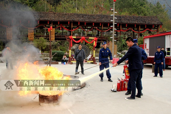 河池南丹:消防知识进瑶寨 为民服务保平安