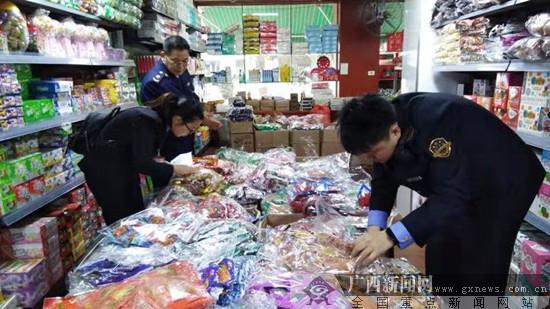 """广西开展校园周边食品安全整治 """"问题辣条""""下架"""