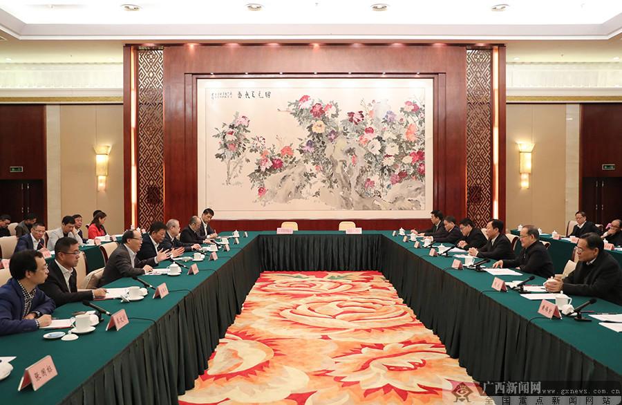 广西与全国工商联企业考察团举行工作会谈 鹿心社陈武王永庆出席