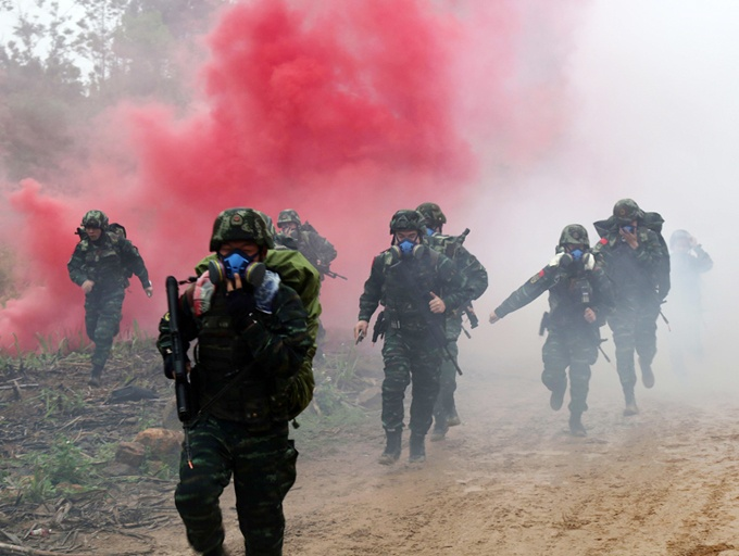 高清图集:武警特战队员砺剑南疆深山密林