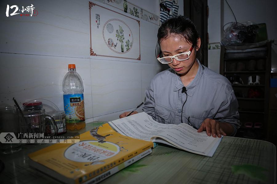 """【12小时】""""95后""""姑娘甘当羊驼""""铲屎官"""" 梦想成为专业兽医"""