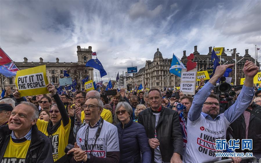 """伦敦举行游行支持""""脱欧""""二次公投"""