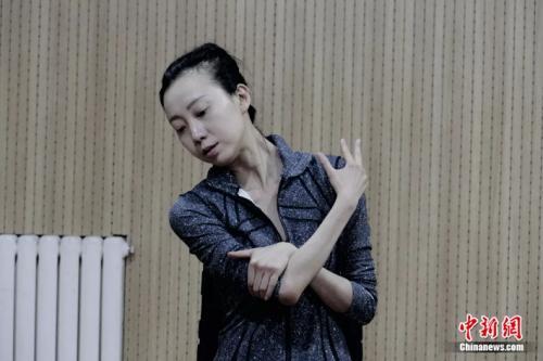 青年舞蹈家刘岩:首次出演话剧 紧张到