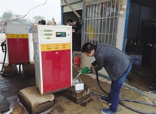 南宁打击成品油非法经营行为 查获非法油品约22吨