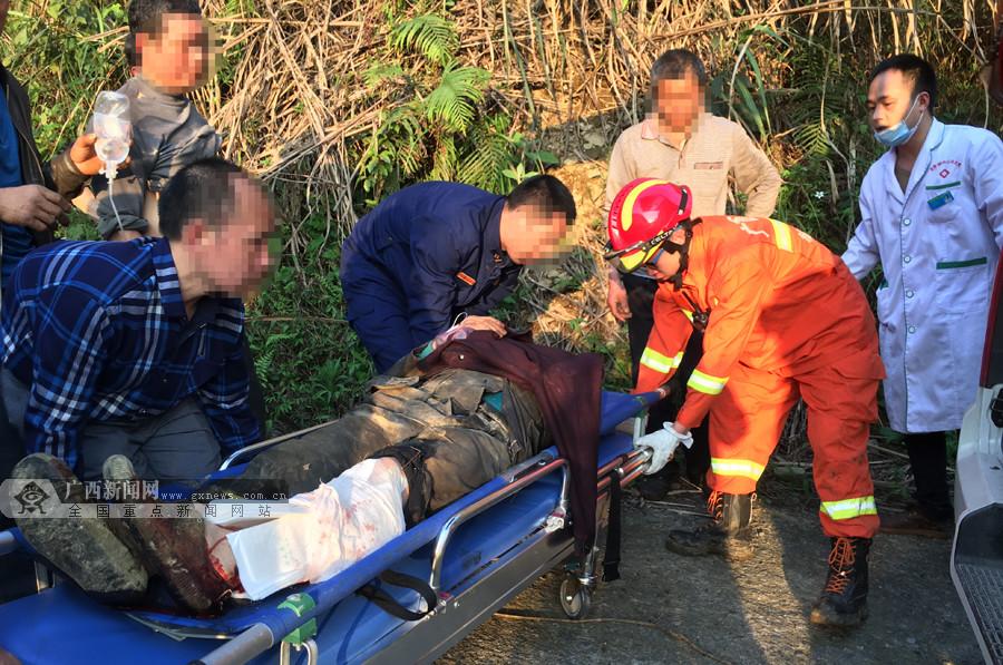 龙胜一男子独入深山采蜂蜜受伤被困 消防紧急救援