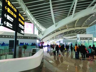 桂林铁路日最高发送量超春节 小长假交通盘点出炉