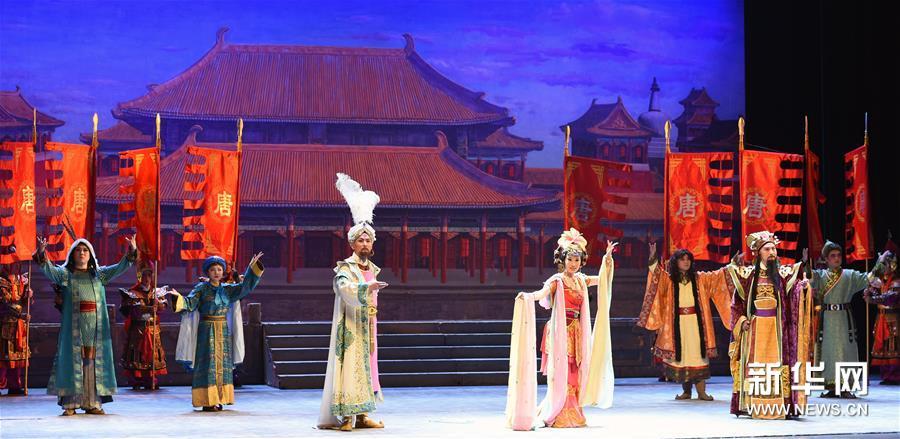 兰州:京剧《丝路花雨》精彩上演