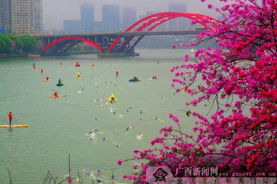 2019柳州世界铁人三项赛雨中激战完美收官(组图)