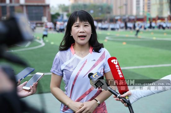 南宁市民主路小学青环校区举办触式橄榄球运动会