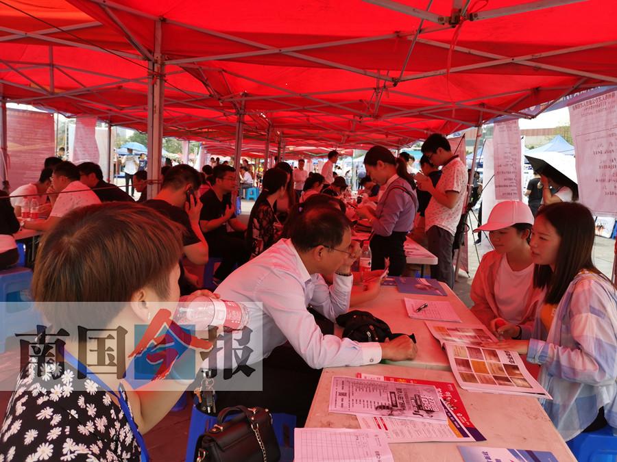 柳州引才聚才专场活动7000人挑9000多职位