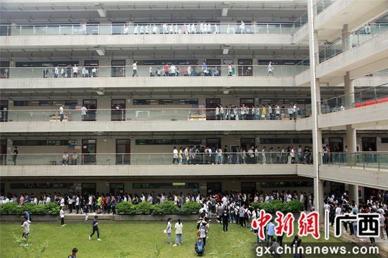 广西铁道院校招生连年升温 热门专业超2000学生争80个名额