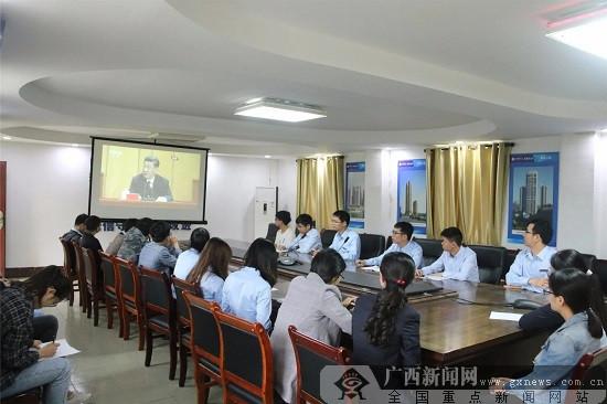 广西五建五分公司员工观看纪念五四100周年直播
