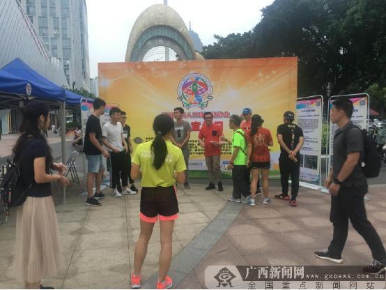 柳州市铁人三项协会开展指导推广服务进商场活动