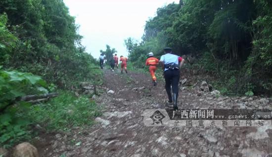 广西两名游客拍松鼠迷路 被困中越边境山林中一夜