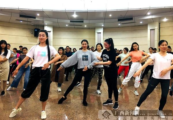舞动中国舞出中国梦 桂林开始培训教练 裁判