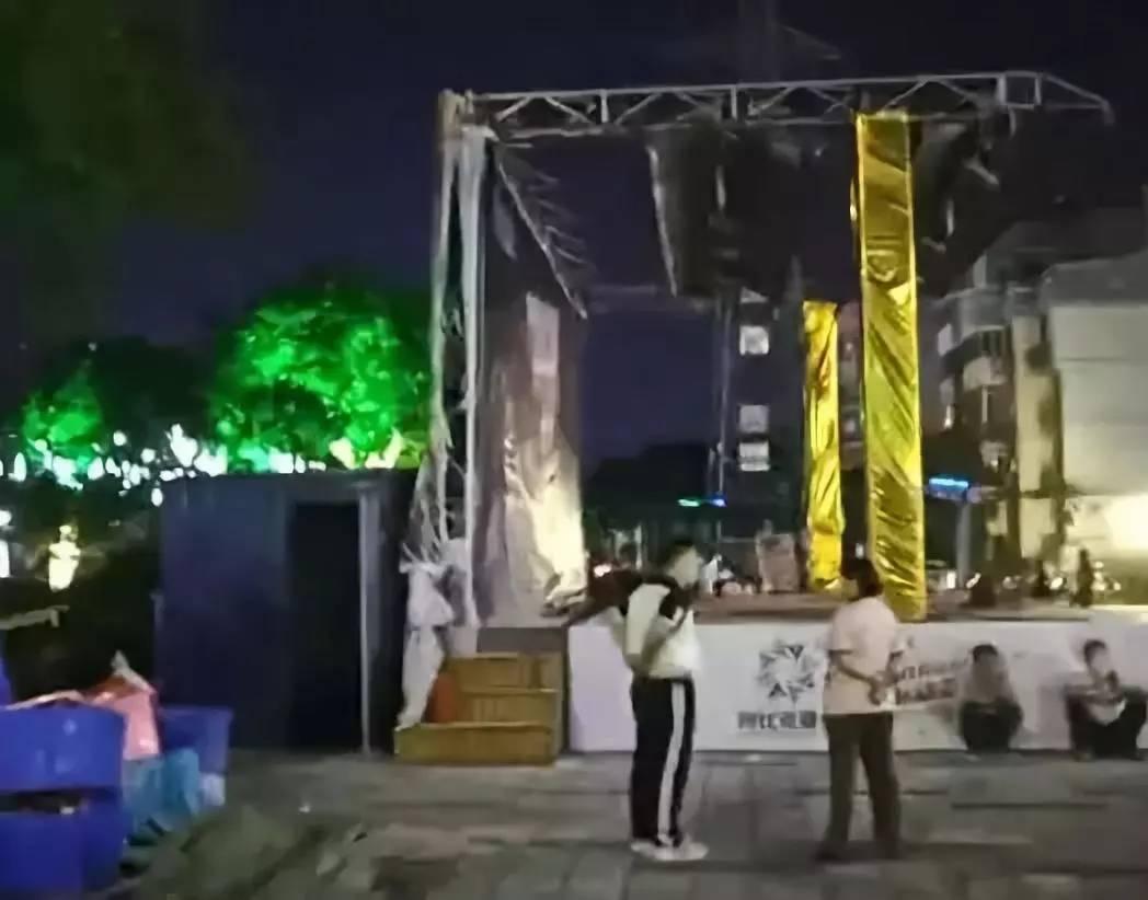 视频:桂林联达广场突发火灾 火势蔓延迅速浓烟滚滚