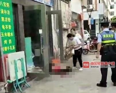 因感情纠纷来宾一男子持刀捅伤前女友 警方追捕中