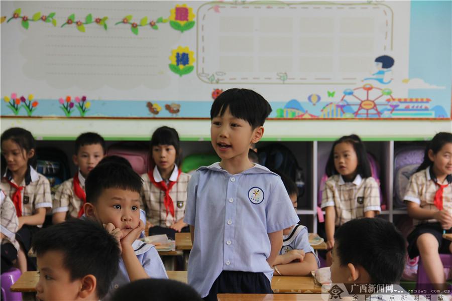 幼儿园孩子畅游银杉路小学 体验快乐学习