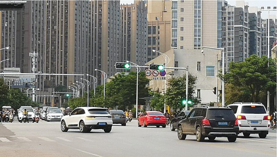 南宁云景枫林路口东西方向 左转道也可直行了