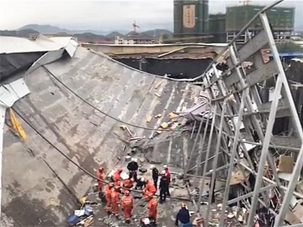 百色一酒吧发生坍塌事故 救援进行中