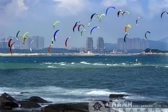 各国顶尖运动员齐聚广西北海 海上展开风筝板较量