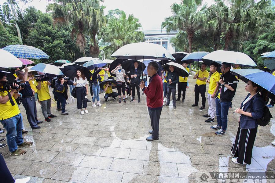 """【走边关】全国""""最美退役军人""""王启荣:专职守陵38年"""