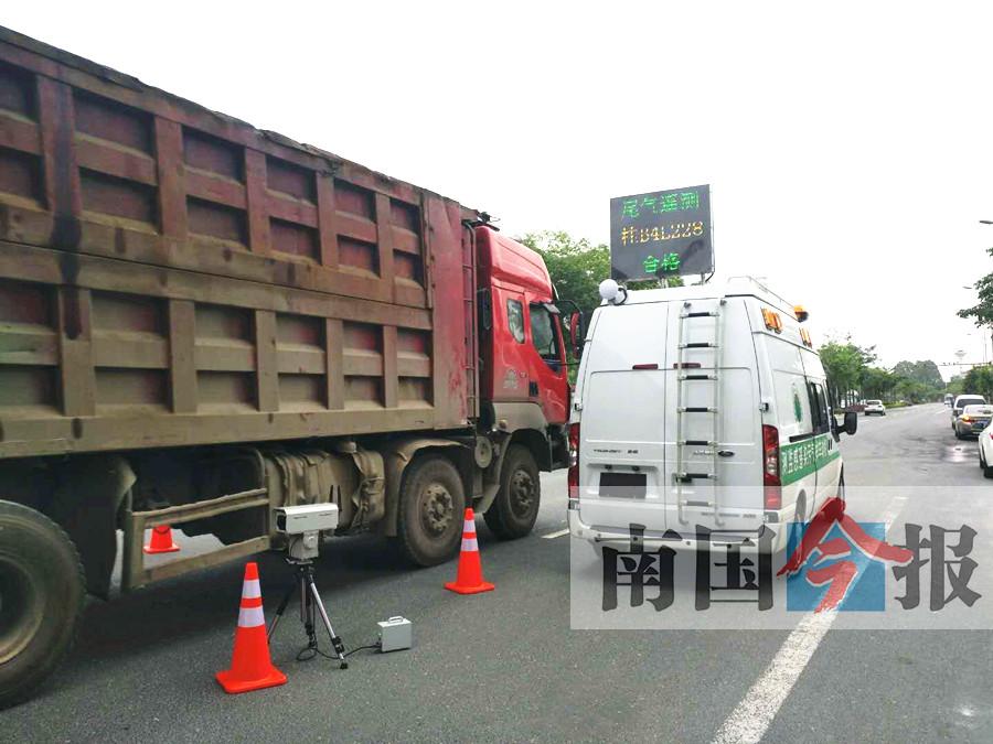柳州首台移动式遥感检测车亮相 0.7秒测出尾气超标