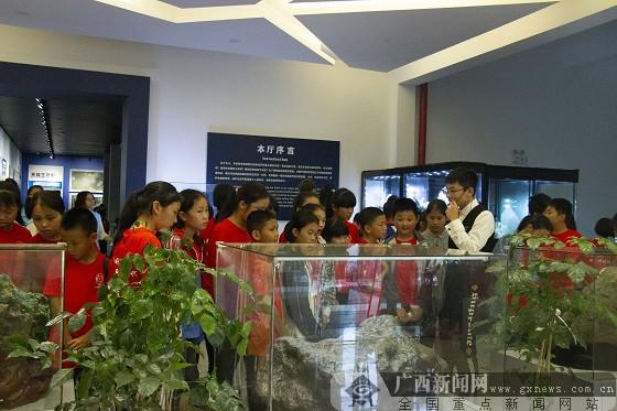 桂林理工大学组织定点帮扶贫困县留守儿童研学活动