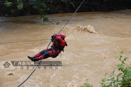 """全州:救援队伍用行动搭起跨越洪流的""""生命线"""""""