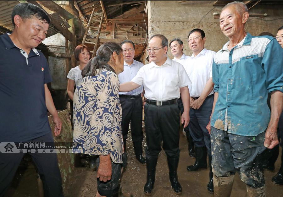 鹿心社陈武等在全州县看望慰问洪涝灾害受灾群众