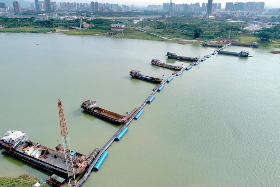 广西南宁:管径最大、跨度最长过江横跨邕江(组图)