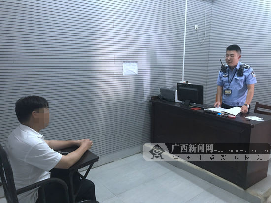 """""""管刀""""缠脚踝带进火车站 北海一男子被拘10日(图)"""