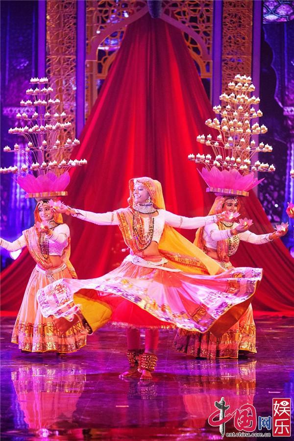 """《巅峰之夜》印度""""女团""""上演高难度顶灯舞"""