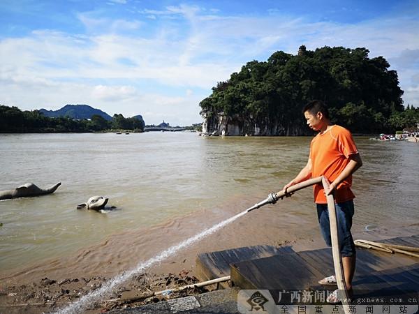 漓江洪水下降 桂林象鼻山又恢复往日的魅力
