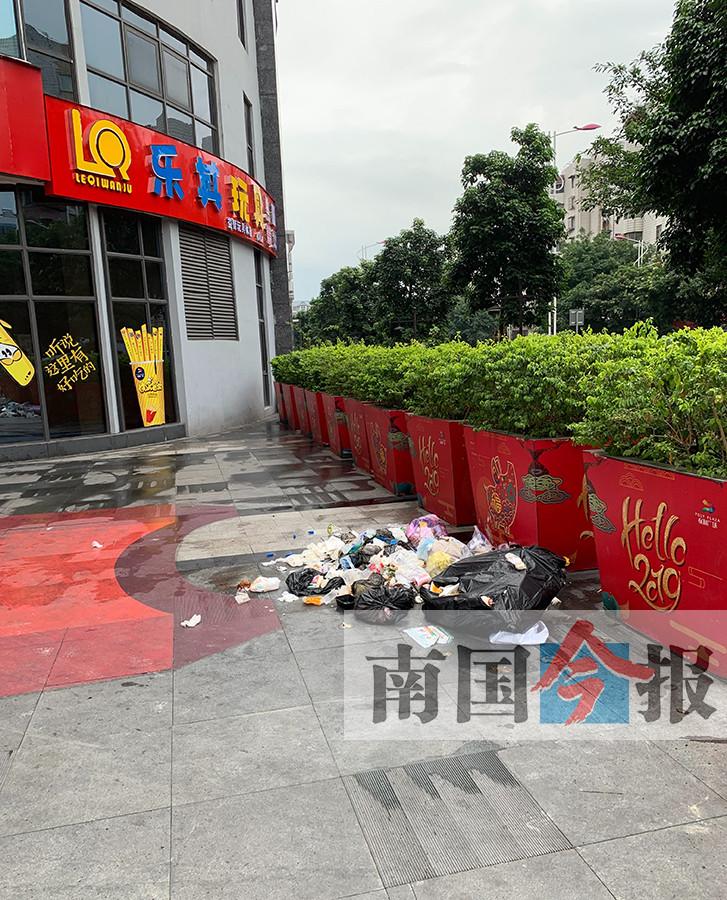 一条示范商业街竟容不下一个垃圾桶?事发柳州(图)