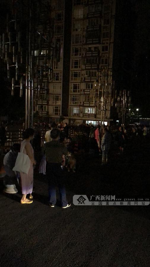 快�:四川省宜�e市�L���h�l生6.0�地震 南��有震感
