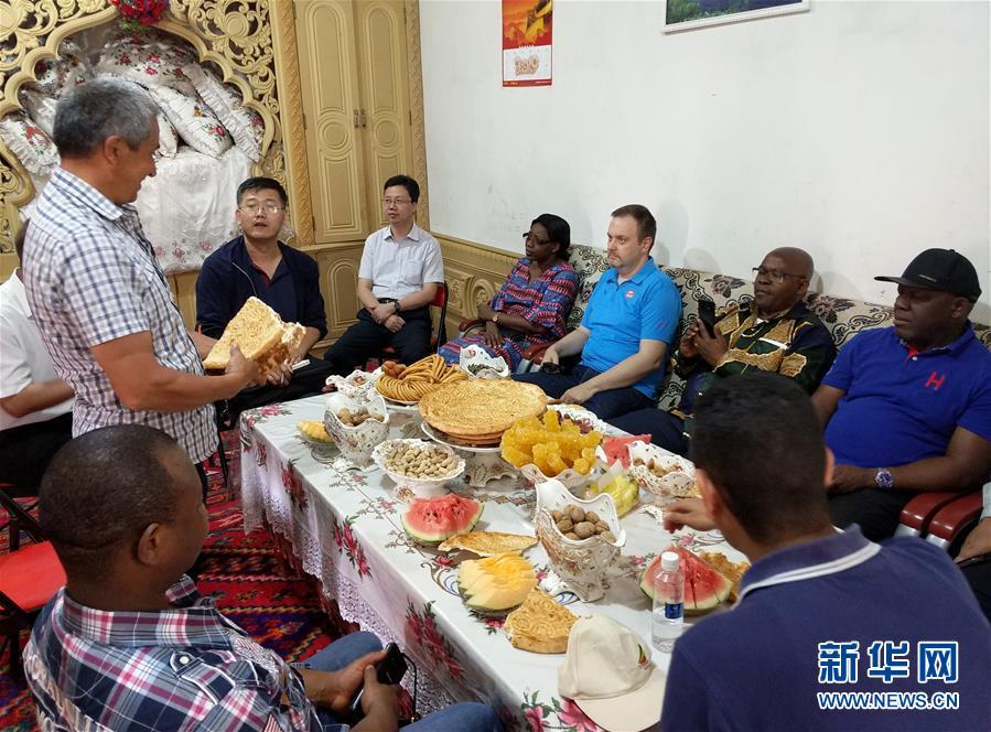 多国驻日内瓦外交官走访新疆称赞经济发展社会和谐