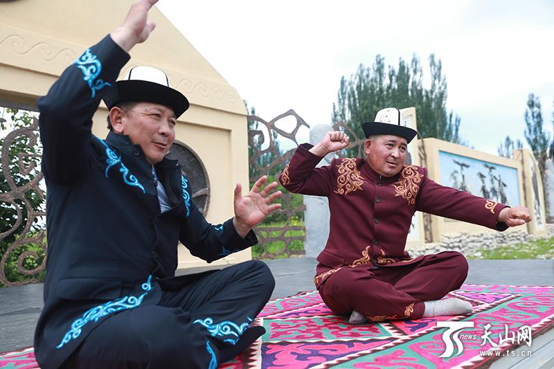 阿合奇县库姆孜琴弦上的特色美食民俗村