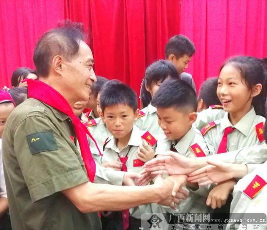 戰斗英雄史光柱、秦國富走進欽南區開展勵志宣講