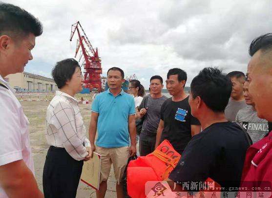 受臺風影響一貨輪在防城港海域遇險 8名船員獲救(圖)