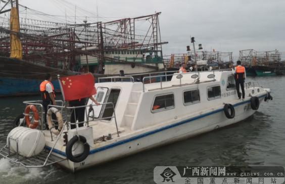 防城港成功救援9名遇险船员(图)