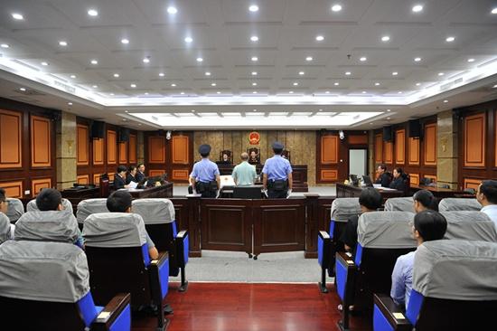 广西水电集团原董事长梁寿龄受审 被控受贿1100多万元