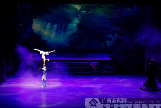 第十届全国杂技展演在邕开幕 杂技剧《百鸟衣》亮相