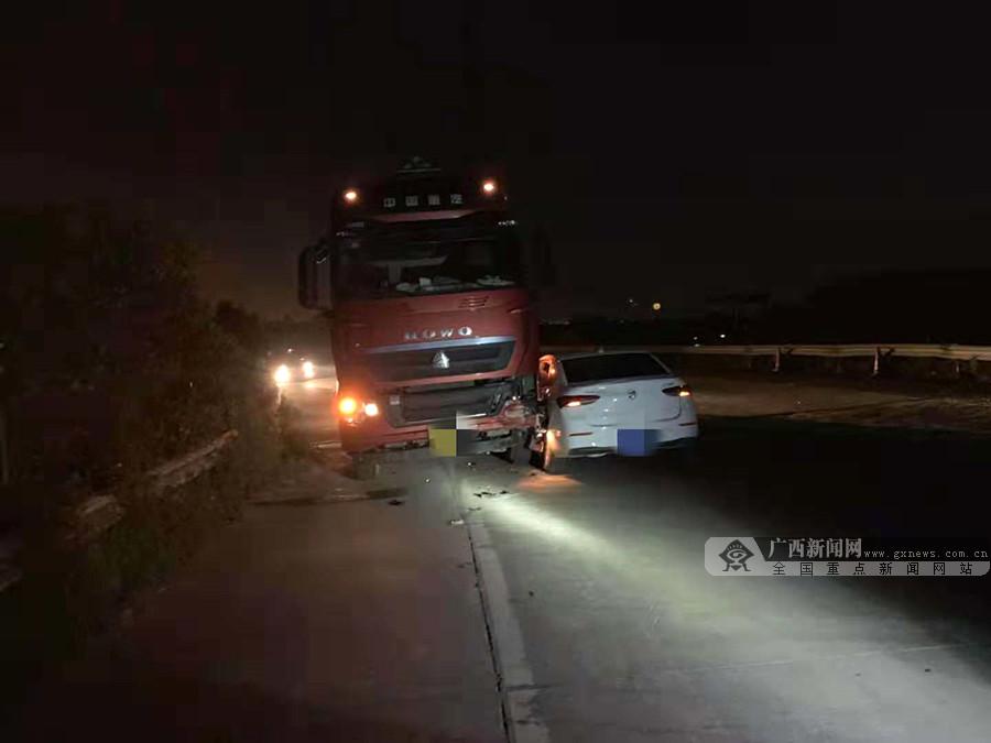 男子驾车越过实线逆行 不慎与对向罐车发生碰撞