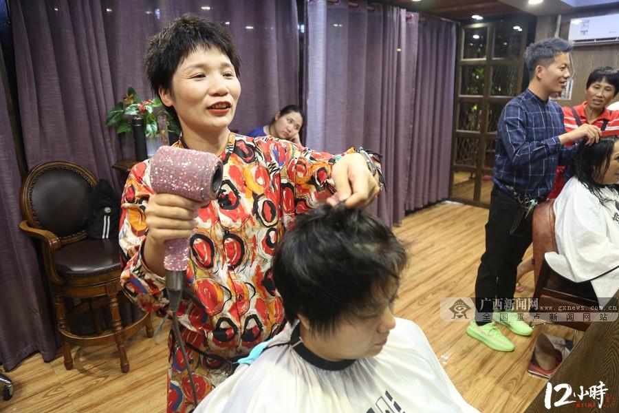【12小时】每天站立超10小时 邕城女发型师17年专注创造美